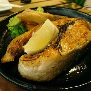 紅鮭のリングステーキ(鮭バル SalmonBear)