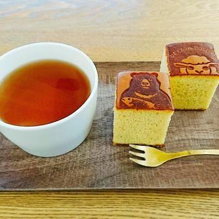 Aセット(プレーンカステラ2個、ほうじ茶)(デ カルネロ カステ)