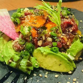 馬肉とアボカドのユッケ(肉料理と肉串の日本酒カジュアルバル RODEO)