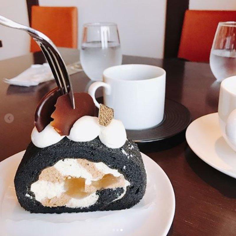 焦がしきな粉のロールケーキ