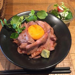 ローストビーフ丼(モツビストロ天神ホルモン )