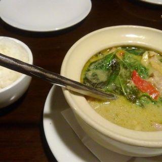 鶏肉のグリーンカレー + ライス(スコンター名駅店)
