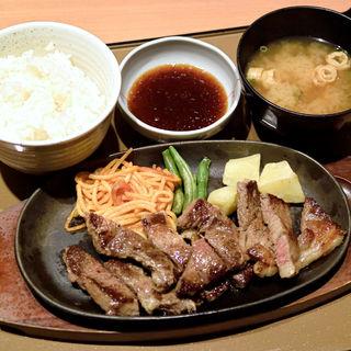 ビーフステーキ定食(やよい軒 高松東バイパス店 )