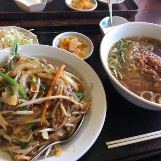 肉飯とラーメンのセット(谷香亭 )