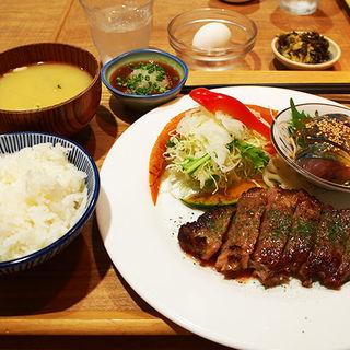 サーロインステーキ+胡麻鯖定食 (デザート付き)(いっかく食堂 天神店 )