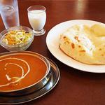チキンカレー・ナン・ミニラッシー・サラダのセット(パンジャビ)