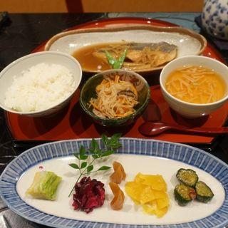 粕炊き煮魚やまと定食(膳処 やまと サカエチカ店)