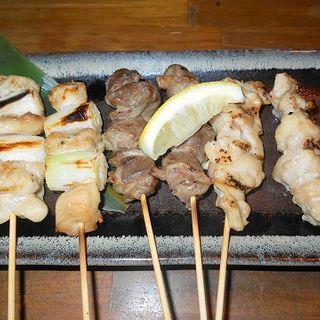 薩摩地鶏焼鳥(ねぎま、砂肝、もも)(舌鼓 新宿店)