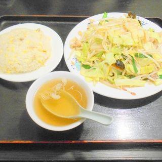 野菜炒めと半チャーハン(天龍 本館)
