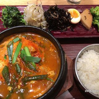 特撰チゲ定食(KOREAN 水刺間)