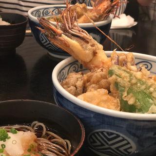 海鮮と野菜のかき揚げ天丼と一口お蕎麦(青山 川上庵 (あおやま かわかみあん))