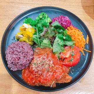 ワンプレート (さつま茶美豚のカツレツ 特製トマトソース)(食堂カフェpotto × タニタカフェ)