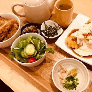 チキン南蛮と鶏のひつまぶし定食(うまやの粋 アミュプラザおおいた店)