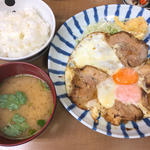 チャーシューエッグ定食(小田保 場外店)