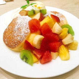 季節のフレッシュフルーツパンケーキ(幸せのパンケーキ 金沢 FORUS店)
