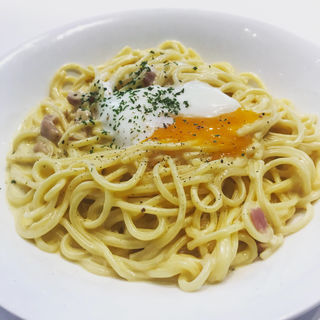 濃厚カルボナーラ半熟卵のせ(ギャラクカフェbySKIP KIDS 西新井店 (バイスキップキッズ))
