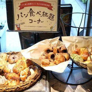 パン食べ放題モーニング(ブーランジェリーパティスリー アンド アンティーク 栄店)