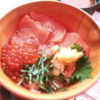 いくらサーモン丼(魚太郎 大府店)