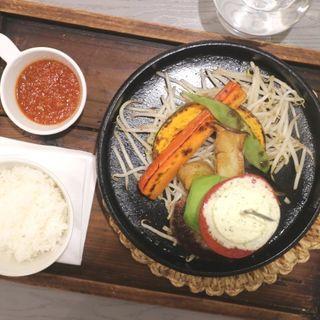 和風トマトソースのシングルサイズご飯小盛り(ばーぐ屋ぶりこ)