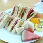 10種のフルーツ盛りランチセット
