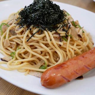 きざみのりたっぷりな焼きスパゲティ「醤油バター」(ランチタイムセット)(柳島カフェ)