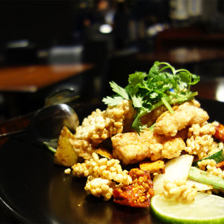 鶏ヤゲン軟骨とおこげのピリ辛スパイシー炒め(HAKATA ONO)