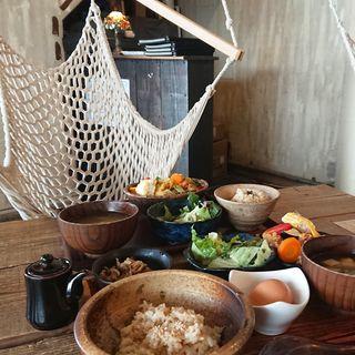 奥丹波どりのからあげが3ヶ付いた卵かけ玄米ごはん(PUBLIC KITCHEN cafe 南船場店 (パブリック・キッチン カフェ))