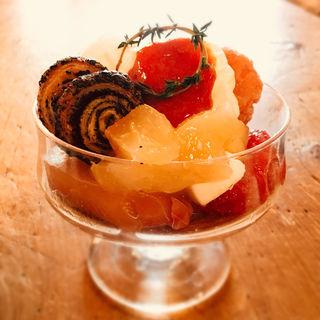 桃のカプレーゼとソルダムのパフェ(コトカフェ (coto cafe))