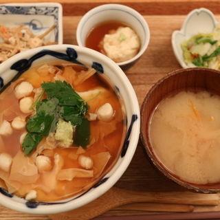 豆乳湯葉と小柱の湯葉あんかけ丼(石塀小路 豆ちゃ 新宿)