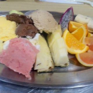 フルーツとアイス盛り合わせ(焼肉 はせ川 )