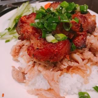 スペアリブと豚肉乗せライス(ミ・レイ )