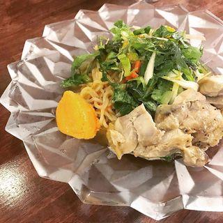 限定 チキンクリームとサラダの冷製汁なし麺(海老丸らーめん)