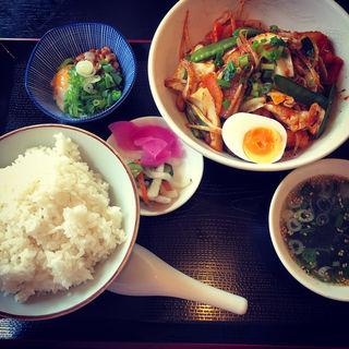 豚肉と野菜のからし炒め定食(まねき猫食堂 )