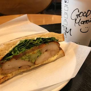 バジルトマトチキンサンドイッチ(スターバックスコーヒー 諏訪城南店 (STARBUCKS COFFEE))