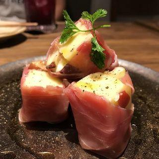 季節のフルーツ生ハム巻き(肉バルGAM 梅田お初天神店)