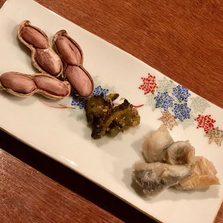 蒸し落花生 ゴーヤの佃煮 とらふぐのポン酢和え(コノ花まひろ )