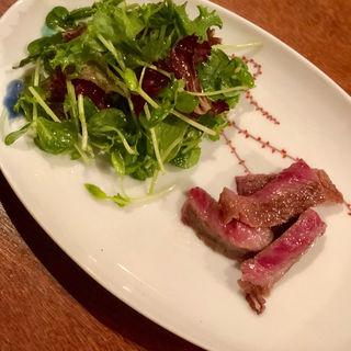 伊万里牛のステーキ 豆苗とグリーンリーフのサラダ添え(コノ花まひろ )