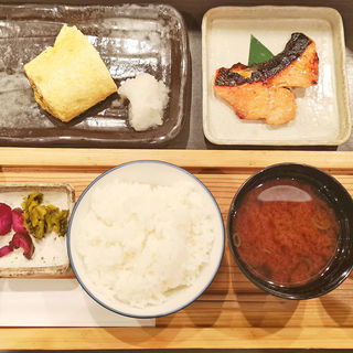 銀しゃり定食<月>時鮭の西京焼(人形町 田酔 六本木ヒルズ分店 )