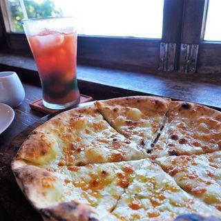 三種のチーズピザ(山の茶屋 楽水)