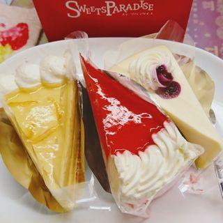 レモンのケーキ、ラズベリートルテ、レアーチーズ(スイーツ パラダイス ケーキショップ 新宿メトロ店)