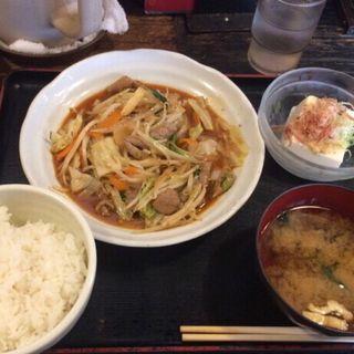 野菜ホルモン炒め(ごはん処 まんぷく食堂 )