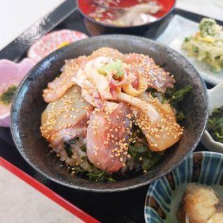 海鮮ヅケ丼定食(よっちゃーれセンター )
