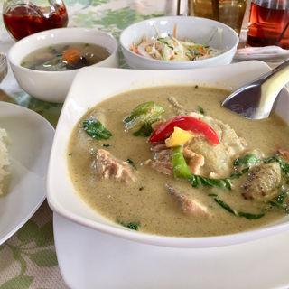 グリーンカレー(チョムパイ (chom prai))