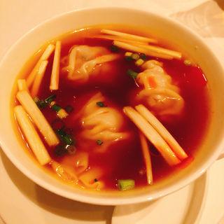 水餃子  酸辛味スープ(重慶飯店 麻布賓館 )
