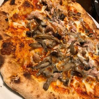 ツナとキノコ、ゴーダチーズのトマトソース ボスカイオーラ(ピッツェリア・エ・バール・レガーメ (Pizzeria e bar LEGAME))