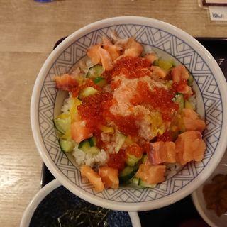 サーモンとイクラの彩りチラシ丼(魚盛 飯田橋店 )