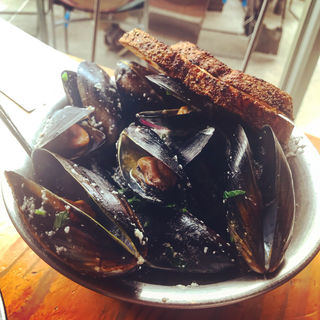 Mussels: white wine, garlic(Little Creatures Fremantle Brewery)