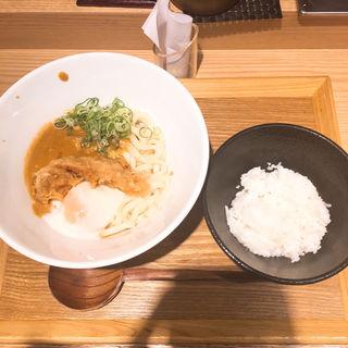鶏天カレー釜玉(本町製麺所 天の上 JR新大阪店)