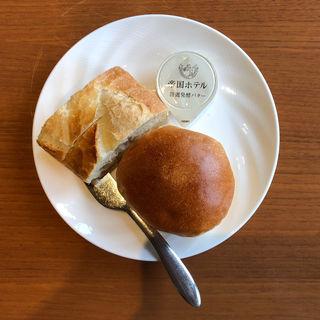 パン(カフェ クベール (CAFE COUVERT))