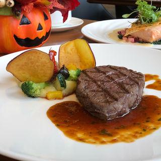 国産牛フィレ肉のグリル さつまいものピュレを添えて 香草風味のベルシーソース(CAFE COUVERT)